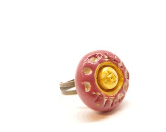 Purple carved round ring