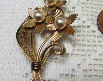 Vintage Van Dell gold filled flowers brooch pin with faux pearls