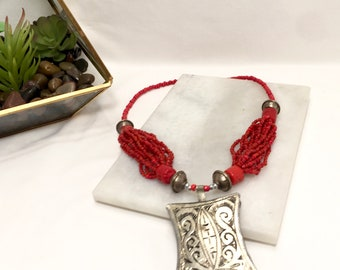 Gorgeous Vintage Tibetan Tribal Genuine Coral Beaded Necklace with Silver Box Pendant