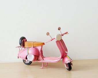 Pink Vespa scooter miniature, vintage, collectible, pink Vepsa scooter, tin and rubber scooter miniature
