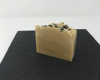 Handcrafted small-biatch soap - Earl Grey