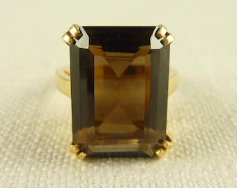 WW) Size 6 Vintage 14K Gold and Topaz Ring