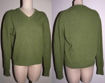 "1960s 70s V-Neck Sweater Jumper Pullover / Virgin Wool Green / Men's size Vintage M 45"" Chest"