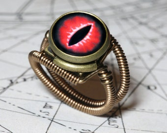 Eye ring, Red Eye, Dragon eye, Lizard eyeball, Snake eye, Steampunk ring, Bronze, Dungeons and dragons Jewelry, magical ring, dnd