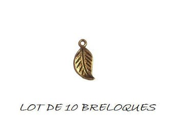 Set of 10 leaf charms corrugated bronze (T24)
