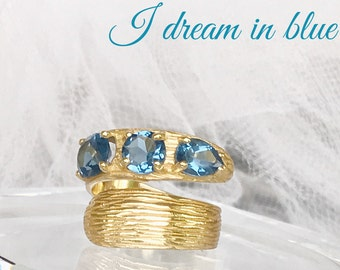 Aquamarine - and gold woman ring