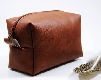 Monogram Groomsman Gift Toiletry Bag, Men's Dopp Kit, Best Man Gift, Travel Bag, Shaving Bag, Men Gift Ideas, Hanging, Personalized Men Bag