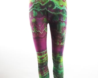 Fractal effect XSmall capri length leggings .  LGCXS1350