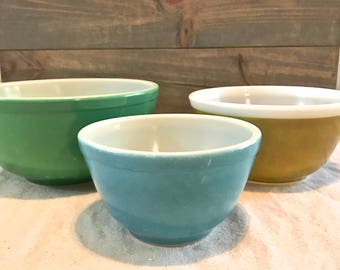 Set of 3 Pyrex Blue and Green nesting Mixing Bowls