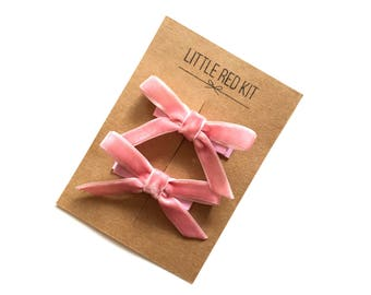 DUSTY ROSE VELVET hair bows. Pink velvet hair bow clips. No slip clips. Pigtail bow set. Hair accessories for girls. Hand tied hair bows.