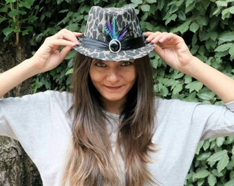 Hat feathers cabaret