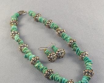 Echte Türkis-Chips / / Halskette und Ohrringe Set / / Handarbeit / / Vintage Antik Perle / / üppigen Grün