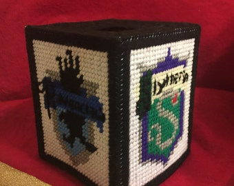 Harry Potter house's tissue box cover in plastic canvas