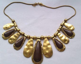 gold coloured necklace