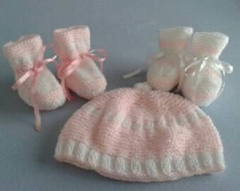 Hat and 2 pairs of baby booties - pink and white - size newborn - 1 month to order