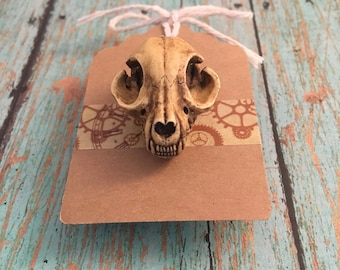Cat Skull Replica Lapel Pin - Aged Look - High Detail 3D Resin - Cosplay Accessories - Goth Halloween Costume - Gift for Crazy Cat Lady