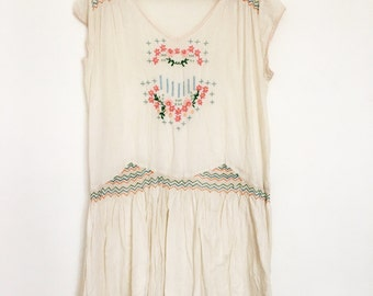 Vintage cotton embroidered smocked folk dress size m