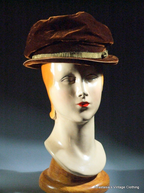 "Vintage 1920s Brown Velvet Hat, E. Robinson Co, 23"" Circumference"