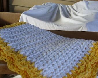 White an Yellow Dish Cloth