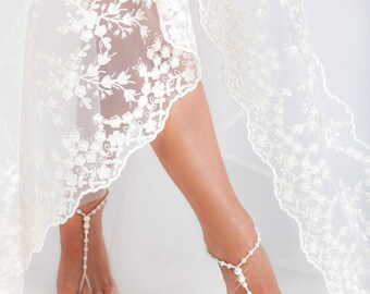 Beaded Barefoot sandals Bridal foot jewelry Rhinestone and Pearl Beach wedding Barefoot Sandals Bridal accessory Foot jewelry Wedding shoes