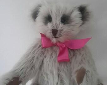 BETTY, handmade artist minature teddybear, fully articulated head and legs made from Steiff schulte mohair fabric,