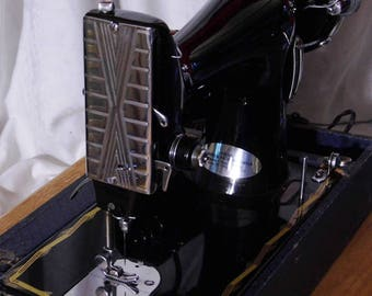 Small  but Strong Deluxe 3/4 Size Vintage Sewing  Machine with 1.4 Amp Motor and Free Shipping! Just serviced by Stagecoach Road