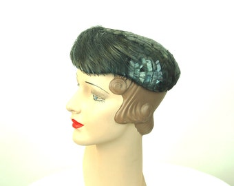 1950s feather hat Made in France gray iridescent close hat rooster feathers