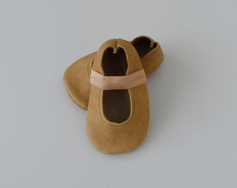 ballet flats /soft soled leather shoes / baby moccasin moccs / cork