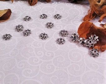 15 snowflakes shape cups, perforated with 8 small spikes and 4 holes