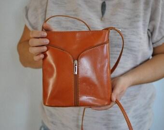 Vintage MESSENGER LEATHER BAG , women,s leather bag............(584)
