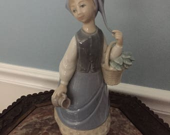 Magnificent Lladro 5024 Woman with A Scarf Retired! Original Box!