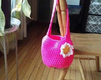 Crochet purse: hot pink w/white and yellow flower