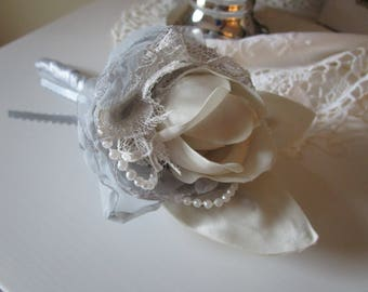 Wedding boutonniere in silver and ivory, Groom's boutonniere, Men's boutonniere, wedding accessory, silver and ivory
