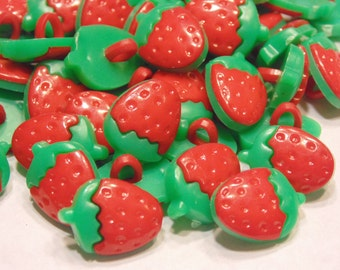 10 small strawberry buttons, 15 x 11 mm (29)