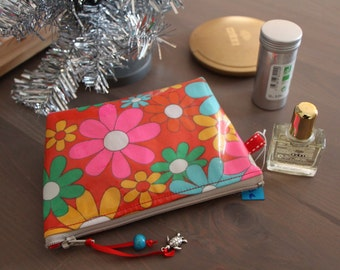 Small cosmetic travel bag in red laminated cotton vintage floral patterned