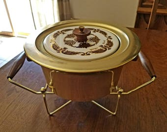 Vintage Georges Briard Pyrex Warming Cassrole with Cradle