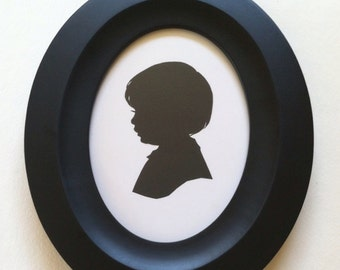 5 x 7 inch Solid Black Oval Wood Silhouette Frame with Built in Stand