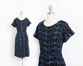 Vintage 1950s Dress - Black Wool Knit Blue Embroidered Fitted Day Dress 50s - Large L