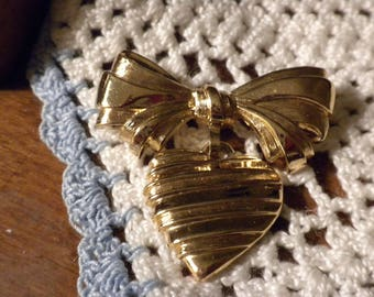 Vintage Avon Gold Heart with a bow on top pin