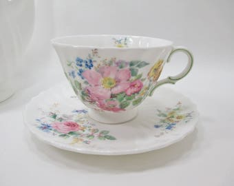 Royal Doulton Arcadia Tea Cup & Saucer Scalloped 1959 Green Back Stamp H.4802 Spring Flowers Floral Vintage (Mint Condition)