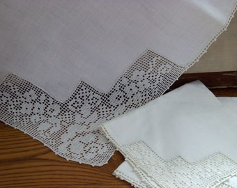 Vintage linen table topper delicate rose lace corners with 4 napkins. Topper is 35x34