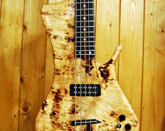 """Electric bass """"DYNO5"""" by Luteria M&M"""