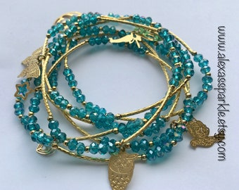 Crystal Blue Green Beaded Charm Bracelet Set (7) with Gold Plated Charms - Semanario pulseras cristal verde azulado con dijes chapa de oro