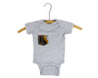 Fred & Bean - gris avec Upcycled poche cache-couche - T Shirt - 3-9 mo