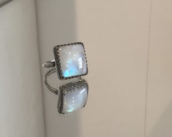 Silver ring with large moon stone (17x14)