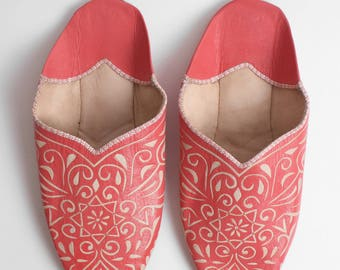 Women's Coral Pink Leather Decorative Babouche    Traditional Moroccan Decorative Slippers    Hand Cut Decorative Leather    Coral
