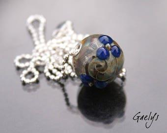 Stanis - pendentif lampwork perle ronde silvered fleurs bleues - œillet argent - ball chaine maillons striés