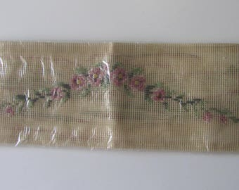 Kit embroidery cross stitch to form a frieze of flowers