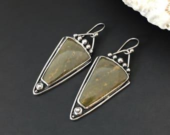 Boucles d'oreilles vert olive, argent Sterling et Ocean Jasper Dangles, Triangle forme orfèvre bijoux