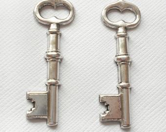 2 Skeleton Key Charms - Matt Silver Oxidized
